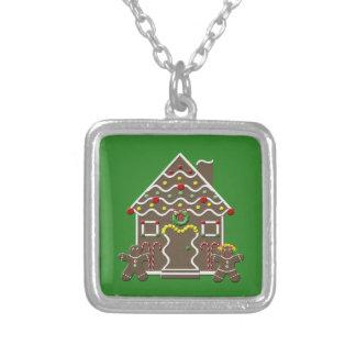 Casa de pan de jengibre linda del navidad collar plateado