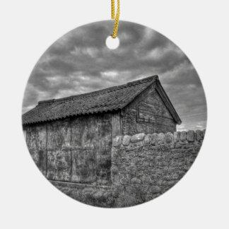 Casa de piedra vieja en Lancashire Adorno Redondo De Cerámica
