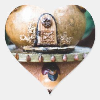 Casa del duende pegatina en forma de corazón