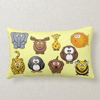 Casa divertida del dibujo animado lindo de muchos almohadas