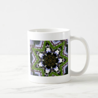 Casa en caleidoscopio del agua taza de café