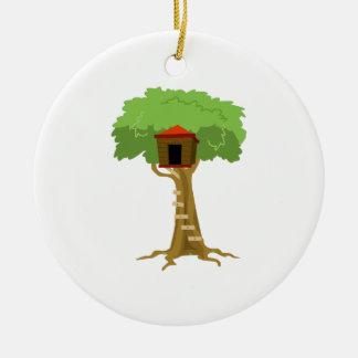 Casa en el árbol adorno navideño redondo de cerámica