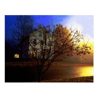 Casa en el árbol - oro y gloria azul postales