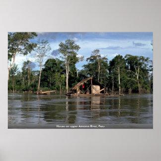 Casa en el río Amazonas superior, Perú Posters