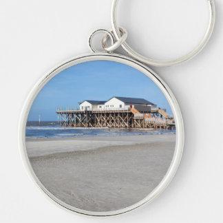 Casa en los zancos en la playa de San Pedro Ording Llavero Redondo Plateado