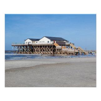 Casa en los zancos en la playa de San Pedro Ording Perfect Poster