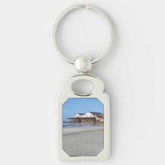 Casa en los zancos en la playa de San Pedro Ording Llavero Plateado Rectangular