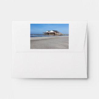Casa en los zancos en la playa de San Pedro Ording Sobres