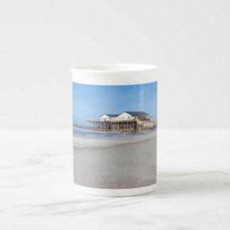Casa en los zancos en la playa de San Pedro Ording Taza De Porcelana