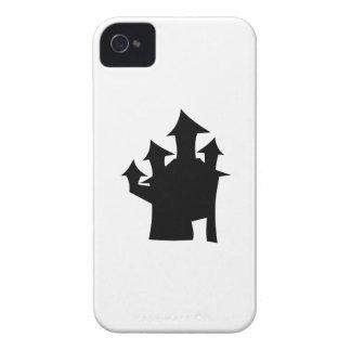 Casa encantada con cuatro torres. Blanco y negro. iPhone 4 Cárcasa