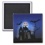 Casa encantada de Halloween -- Asustadizo Imán Cuadrado