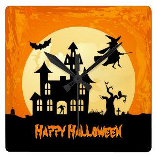 Casa encantada del claro de luna de Halloween en c Reloj Cuadrado