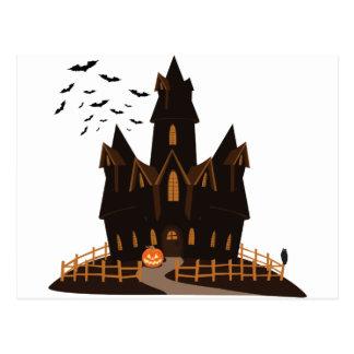 Casa encantada del feliz Halloween Postal