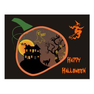 Casa encantada en una postal de Halloween de la ca