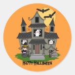 Casa encantada linda de Halloween y pequeña bruja Pegatina Redonda