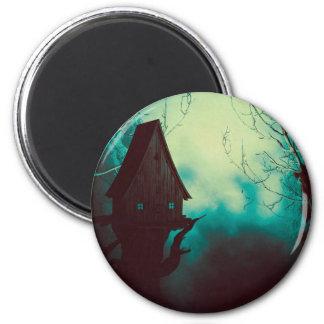 Casa fantasmagórica de la bruja en la niebla 2 imán redondo 5 cm