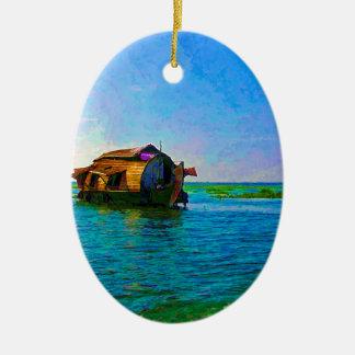 Casa flotante en Kerala en laguna del agua salada Adorno Ovalado De Cerámica