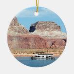 Casa flotante, lago Powell, Arizona, los E.E.U.U. Adorno Navideño Redondo De Cerámica