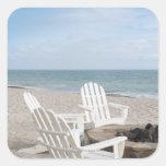 casa frente al mar con las sillas del adirondack y pegatinas cuadradas