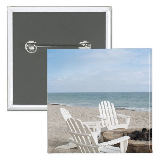 casa frente al mar con las sillas del adirondack y pin