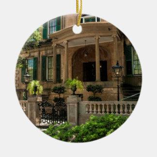 Casa histórica 2 del Victorian de Georgia de la Adorno Navideño Redondo De Cerámica