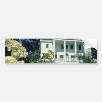 casa histórica blanca de Uniacke, flores de Nueva  Pegatina Para Auto