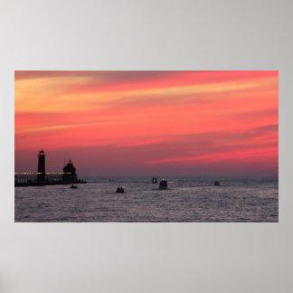 Casa ligera contra puesta del sol majestuosa en el póster