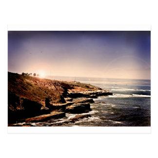 Casa ligera por el océano postales