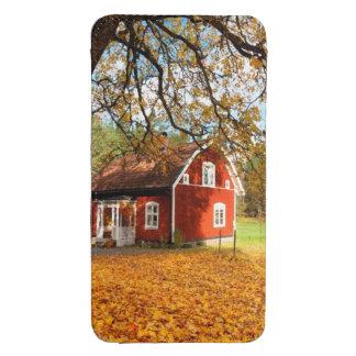 Casa sueca roja entre las hojas de otoño funda acolchada para galaxy s4