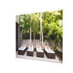 Casa tropical de las sillas de cubierta impresiones de lienzo