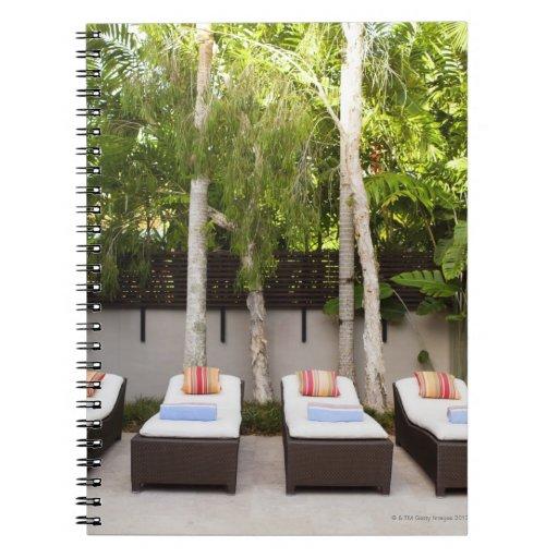 Casa tropical de las sillas de cubierta libro de apuntes con espiral