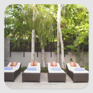 Casa tropical de las sillas de cubierta calcomanía cuadradas personalizada