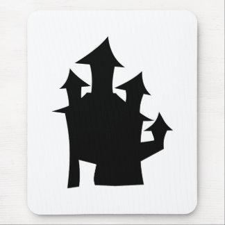 Casa vieja con las torres alfombrillas de ratón