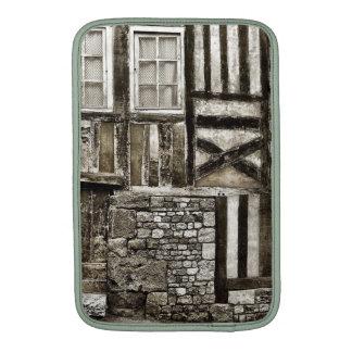 Casa vieja rústica de madera y de la piedra fundas MacBook