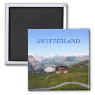 Casa y montañas suizas imán cuadrado