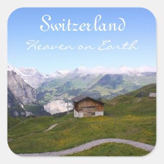 Casa y montañas suizas pegatina cuadrada