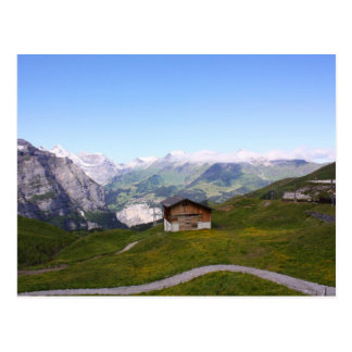 Casa y montañas suizas tarjetas postales