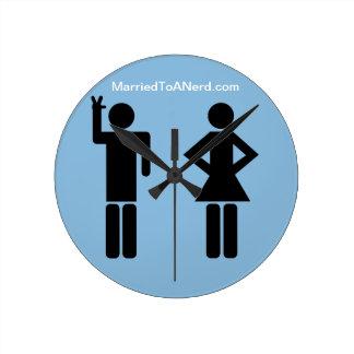 Casado con un empollón reloj redondo mediano