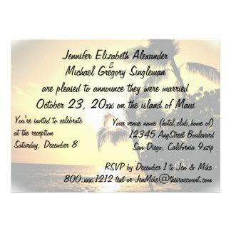Casado en la invitación de Maui con la foto del bo