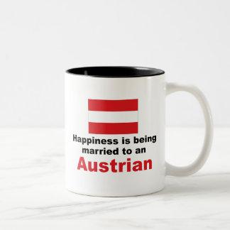 Casado feliz con un austriaco taza de dos tonos