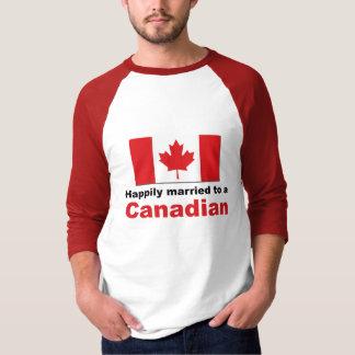 Casado feliz con un canadiense playera