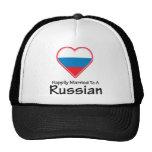 Casado feliz con un ruso gorra