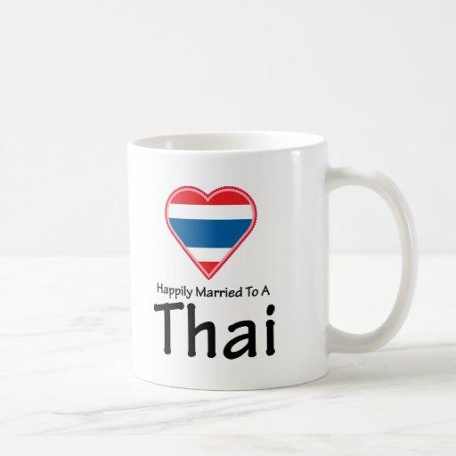 Casado feliz con un tailandés taza clásica