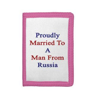 Casado orgulloso con un hombre de Rusia