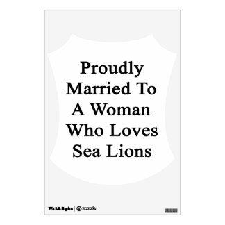 Casado orgulloso con una mujer que ama leones vinilo