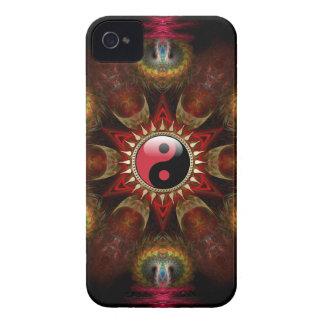 Casamata roja de la estrella del fractal de YinYan Case-Mate iPhone 4 Funda