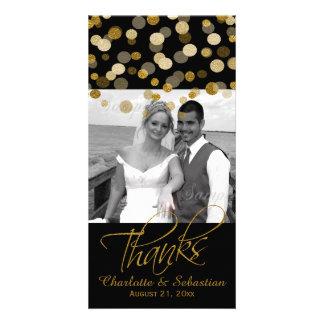Casando falsos puntos del brillo del oro gracias tarjeta fotográfica