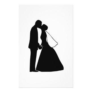 Casar la silueta de novia y del novio del beso personalized stationery