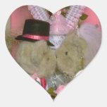 Casar osos bajo corazón calcomanía de corazón