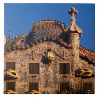 Casas Batilo, arquitectura de Gaudi, Barcelona, Tejas Ceramicas